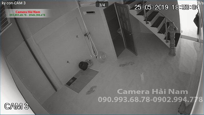 Khi căn phòng không còn ánh đèn LED hồng ngoại sẽ hỗ trợ camera ghi hình trắng đen liên tục